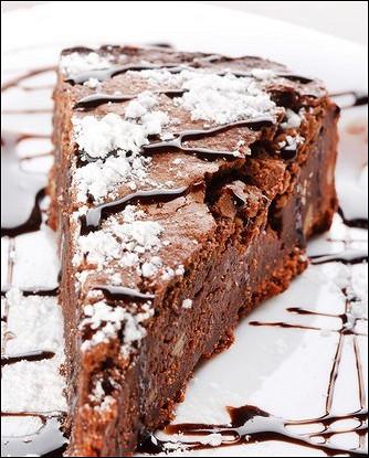 Охлажденный шоколадно-ягодный пирог с орехами пекан