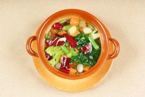 Суп из свиной рульки с капустой и белой фасолью