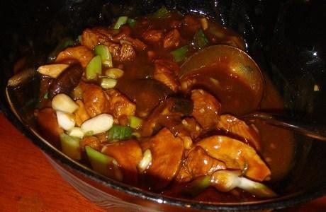 Курица по-индонезийски с грибами (Ayam dengan jamur)