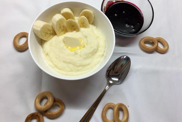 Манная каша на топленом молоке со сливочным маслом