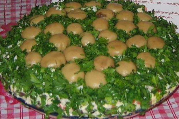 Салат с грибами и сыром «Полянка»