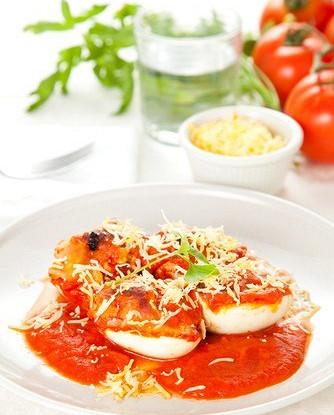 Яйца в томатном соусе