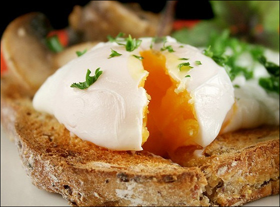 Яйца пашот с грибами