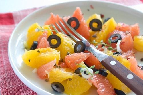 Апельсиновый салат с маслинами
