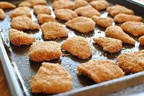 Куриные наггетсы в картофельных чипсах, запеченные в духовке