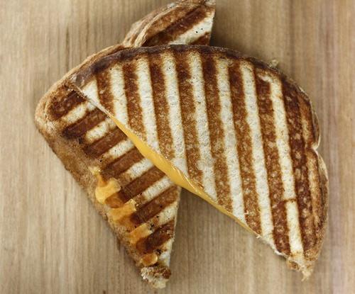 Сэндвичи на гриле с сыром и яблоками