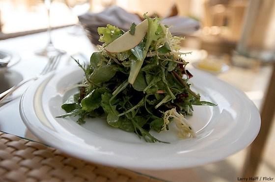Зеленый салат с легким винегретом