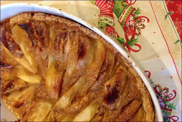 Пирог с оливковым маслом, яблоками и грушами