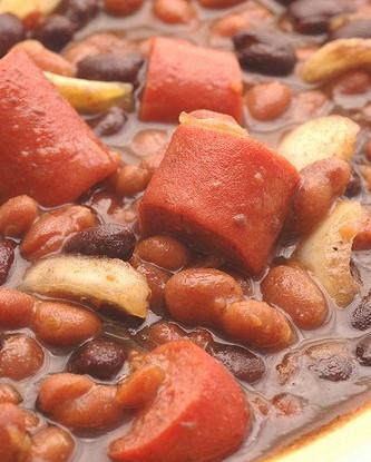 Традиционный кубинский суп из черной фасоли