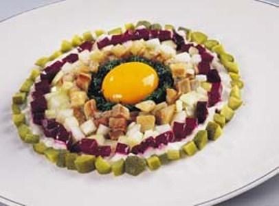 Тартар из норвежской сельди с яичным желтком