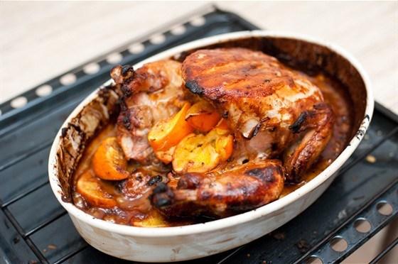 Курица, запеченная с апельсинами, в горчичном соусе