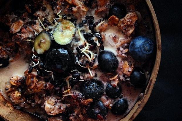 Сыроедческая каша из черного риса