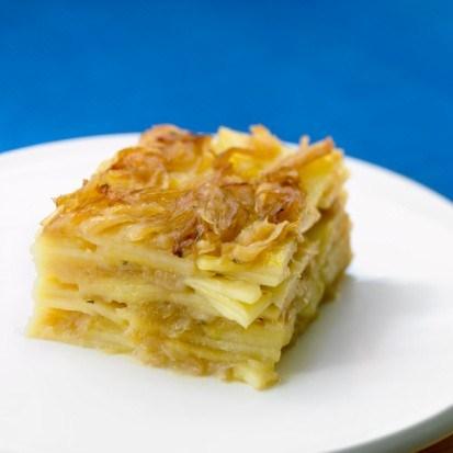 Запеканка из молодого картофеля, грибов и козьего сыра по-итальянски