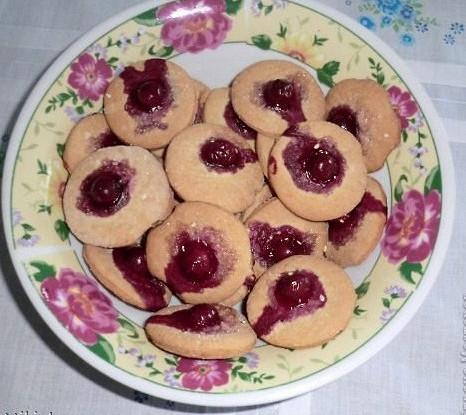 Печенье с корицей и вишней