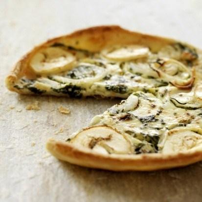 Пицца с утиным мясом, зеленым луком и соусом хойсин
