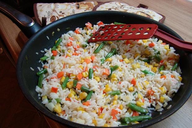 Ризотто с овощами, луком и морковью