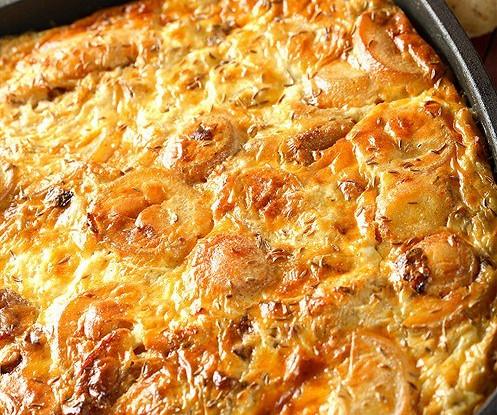 Картофельная запеканка с соленым огурцом