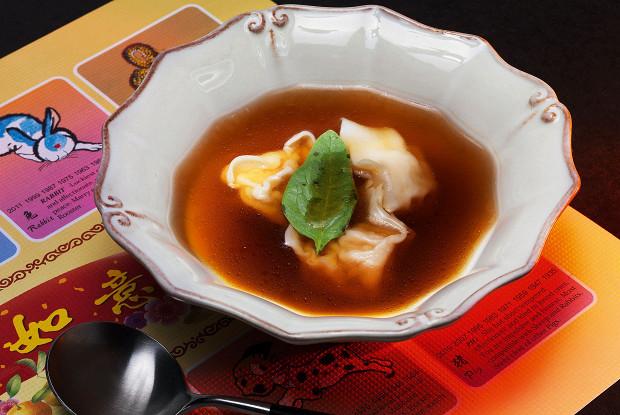 Китайский суп с вонтонами
