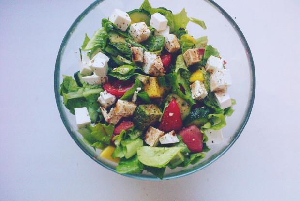 Овощной салат с манго