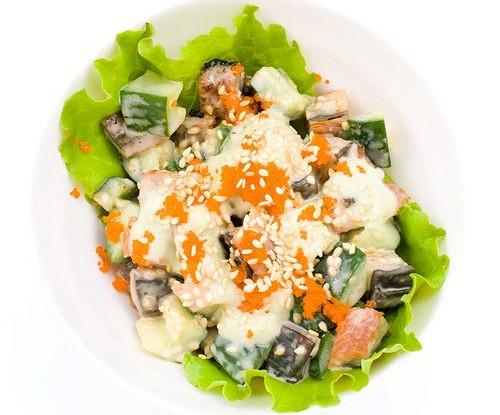 Салат с консервированным лососем и сельдереем