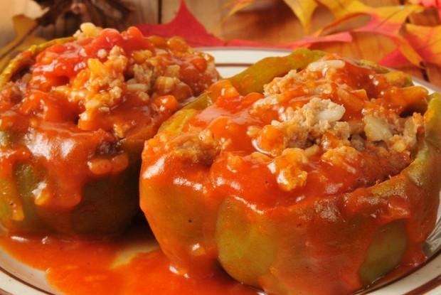 Фаршированные перцы в сметанно-томатном соусе