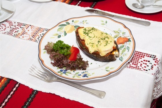 Баклажаны с грибами под соусом бешамель