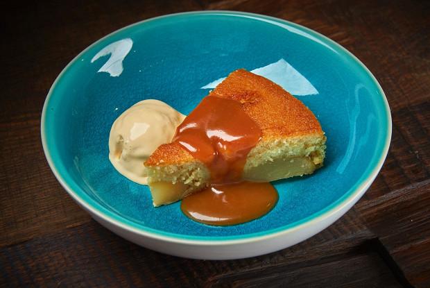 Грушевый пирог с соленой карамелью