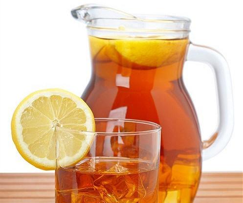 Холодный чай со специями и лимоном