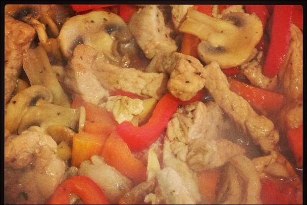 Свинина стир фрай с грибами и овощами