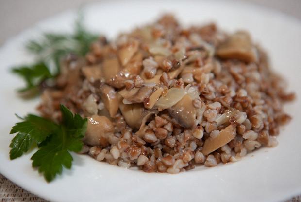 Запеченная гречка с мясом и грибами