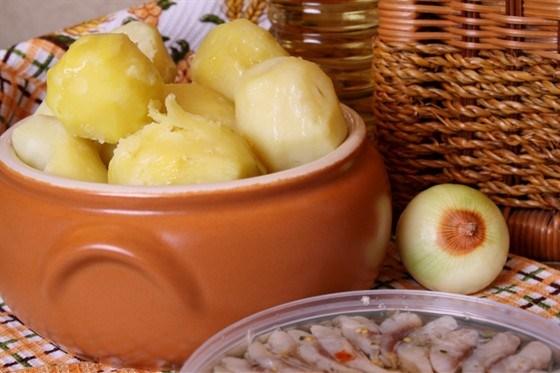 Картофель, сваренный на пару
