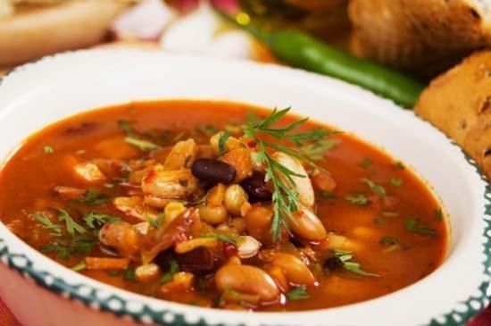 Фасолевый суп с капустой и копченостями