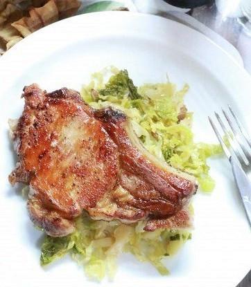 Свинина с тушеной кислой капустой
