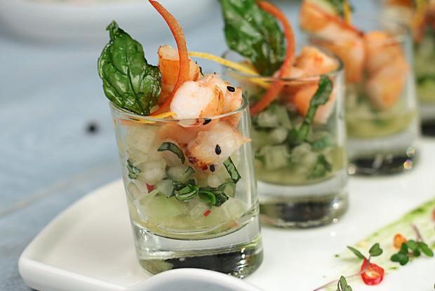 Салат из дыни с креветками