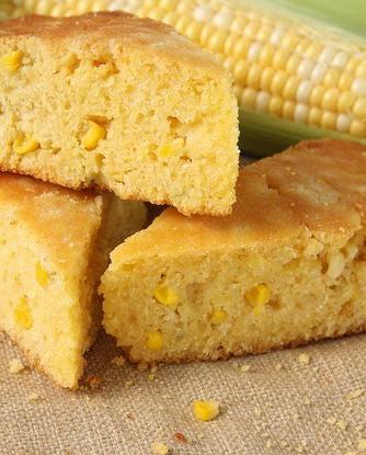 Кукурузный хлеб с кумином, кинзой и луком