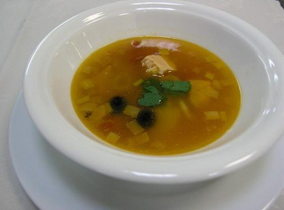 Рыбный суп с лососем, дорадой и кальмарами