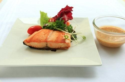 Маринованный лосось в саке и васаби с ароматным соусом