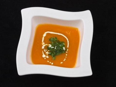 Быстрый морковный суп-пюре с укропным песто