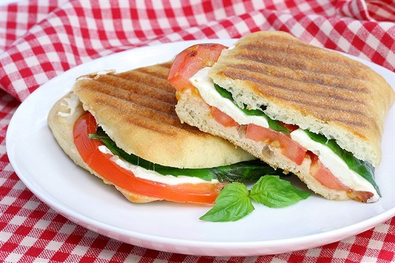 Сэндвичи с копченой моцареллой