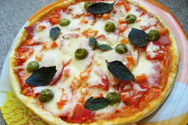 Итальянская пицца с сыром моцарелла