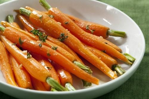 Жареная морковь с тимьяном и оливковым маслом