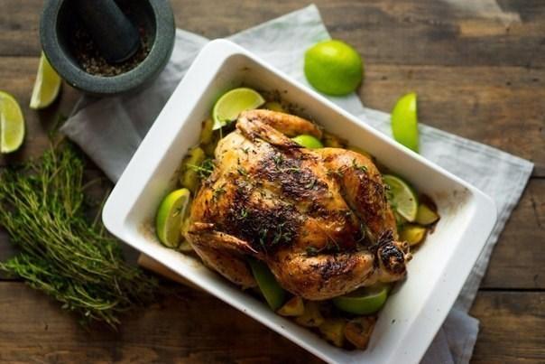 Курица, запеченная с пряными травами и лимоном, к новогоднему столу
