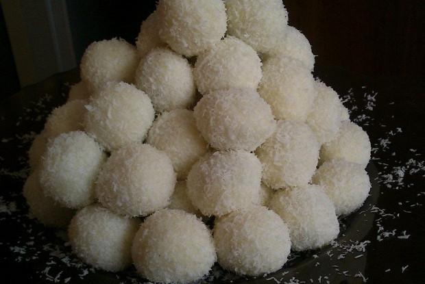 Кокосовые конфеты с изюмом