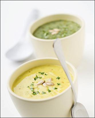 Суп-пюре из тыквы и яблок с песто из кинзы