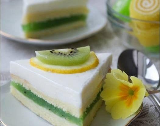 Пирожные с желе из киви