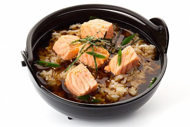 Суп сяке тядзукэ с лососем и рисом
