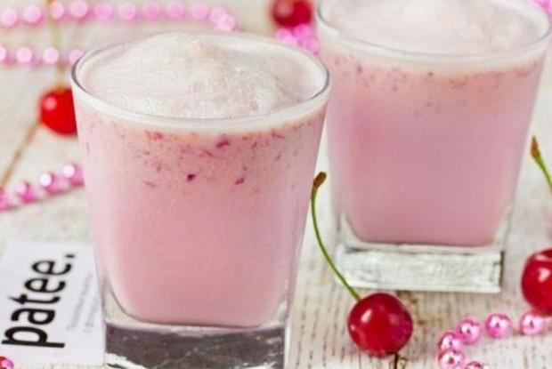 Вишневый смузи с йогуртом