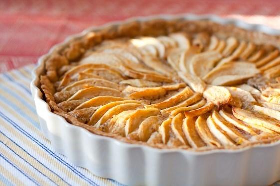 Французский яблочный пирог с корицей