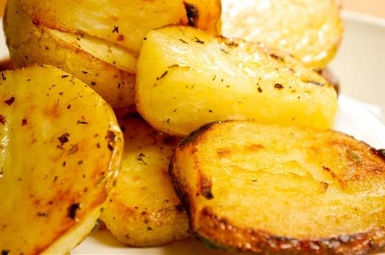 Картофель, запеченный с лимоном и орегано