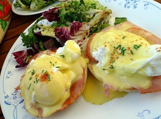 Бенедиктинские яйца (Eggs Benedict)